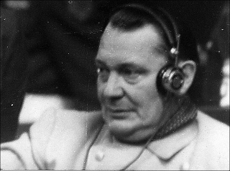 Герингг слушает выступление обвинения.